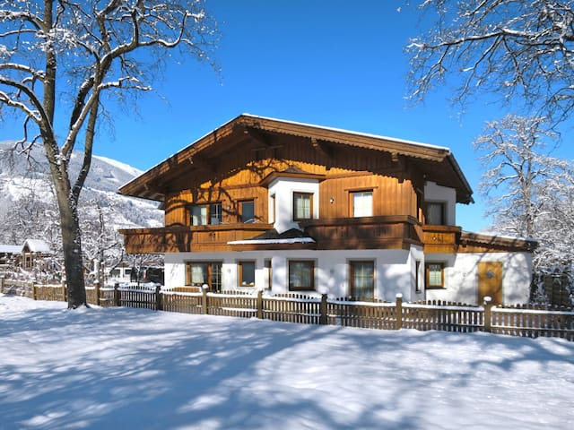 Holiday apartment Zottl 100m from the ski bus stop