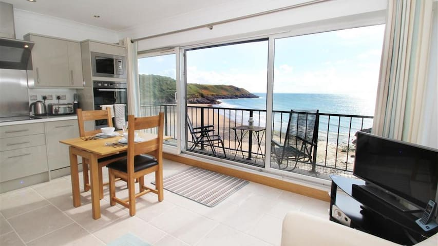9_301B Redcliffe Apartments, Caswell Bay