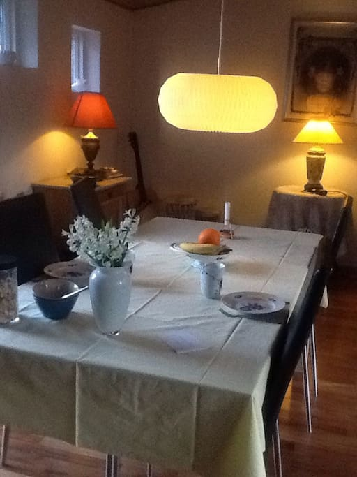 the cosy dining room where breakfast can be served.