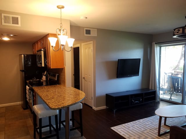 Cozy Condo, 10 minutes from PHX Airport - Tempe - Appartement