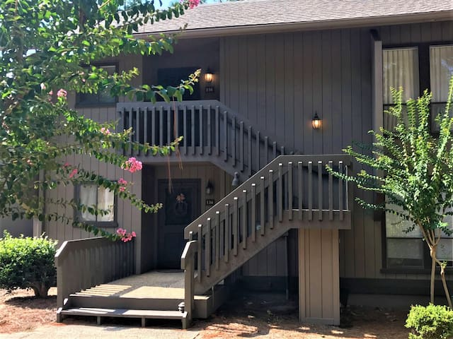 136 Lakeview Condo! Recently renovated & charming view of Lake Pinehurst!
