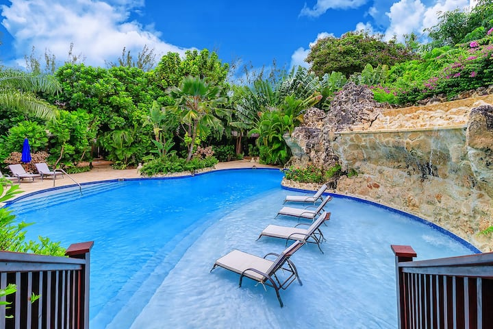 Luxury 3-bedroom villa w/ pool at 50m to the beach
