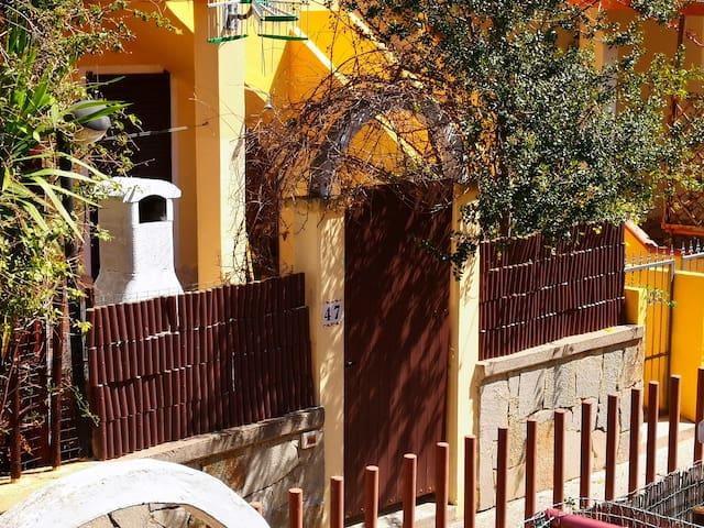Villasimius villetta carina con giardino cagliari
