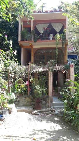 Quaint & Private Garden Apartment - Boca de Tomatlan - Huoneisto