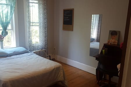 Large welcoming room near M.I.T. - Cambridge - Apartment