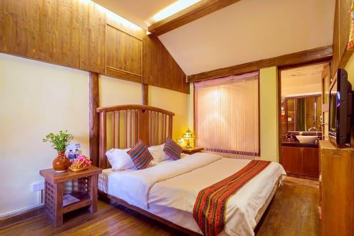 古城内纳西风格古典阳光大床房二楼丽江最不缺的就是阳光,最容易浪费的是时光