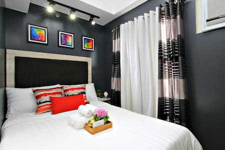 Smart&Comfy w/ Netflix & great balcony view Makati