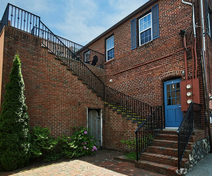 Sunset-Stroll -  Located in the heart of downtown Blowing Rock, this apartment features exposed old brick walls, king bedroom plus new queen sleeper sofa in living area.