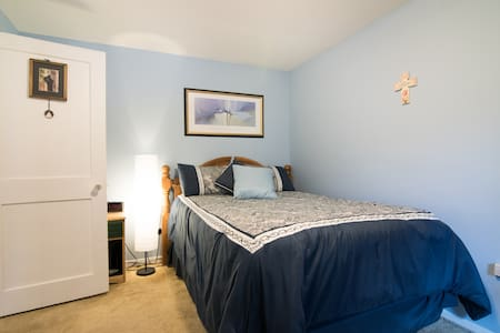 Cozy room Close to the airport and downtown - Ottawa - Bungalow