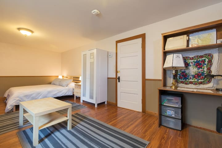 Comfortable & Cozy Space in South Minneapolis
