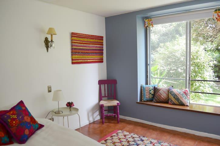 Single room, exclusive neighborhood