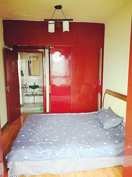 双人床和大衣柜
