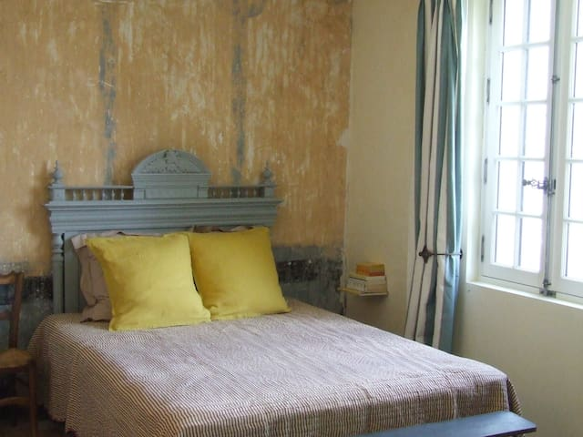 Chambre Jaune de Naples-Double room-Ensuite with Shower-River view