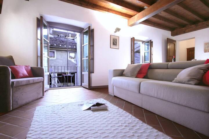 L'ANGOLO apartment in Orta San Giulio Old Town