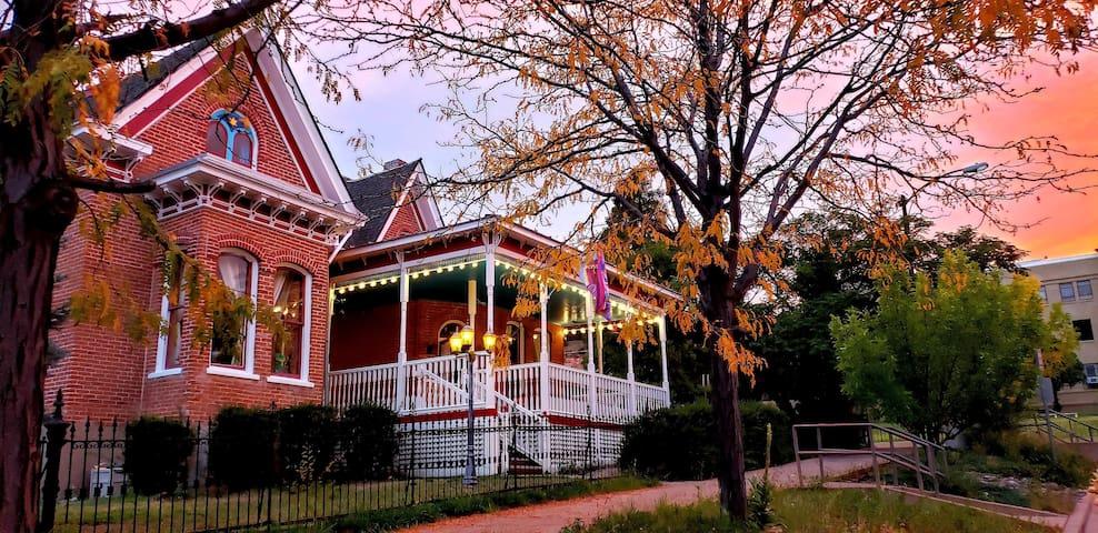 Ashton House In Historic Silver City