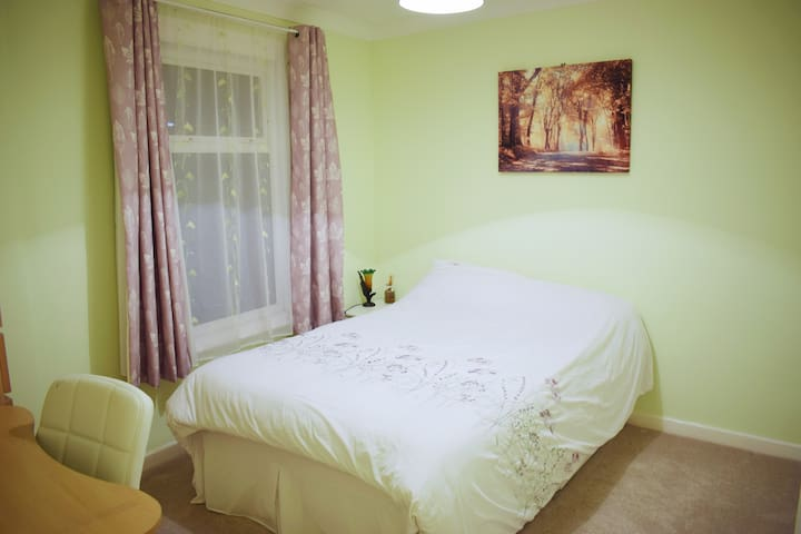 Clean, private double room with parking