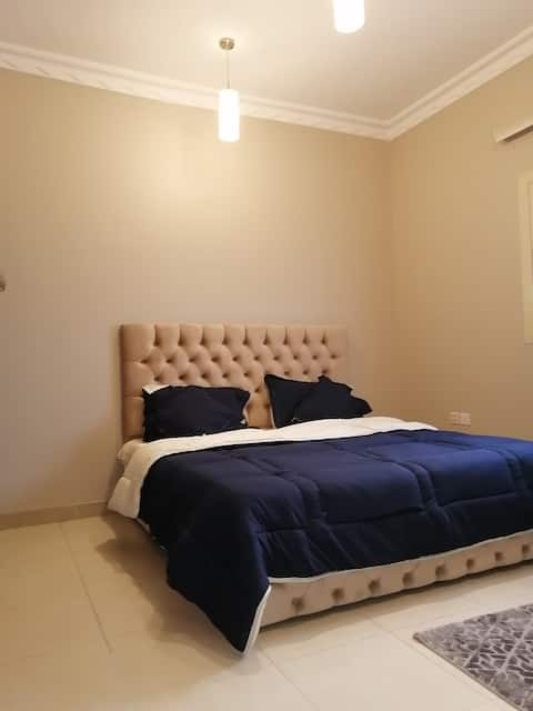 Apart couzy &Comfort near Airport غرفة أنيقةونظيفة