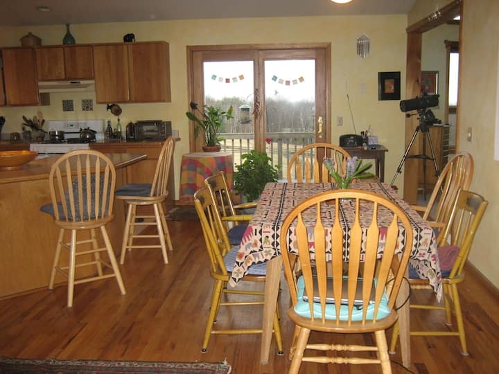 BigSkyHilltop: private suite & bath/full breakfast