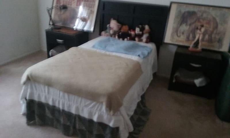 Cozy, comfy and quiet room.