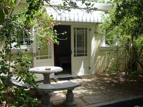Charming Studio near Kloof Street in Gardens
