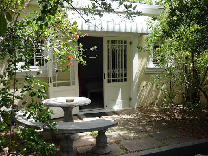 Charming Studio near Kloof Street in Gardens
