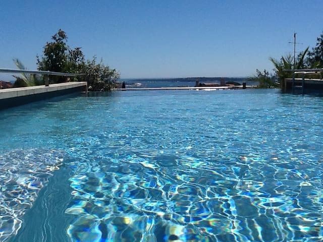 Cannes: villa piscine sur toit avec vue mer