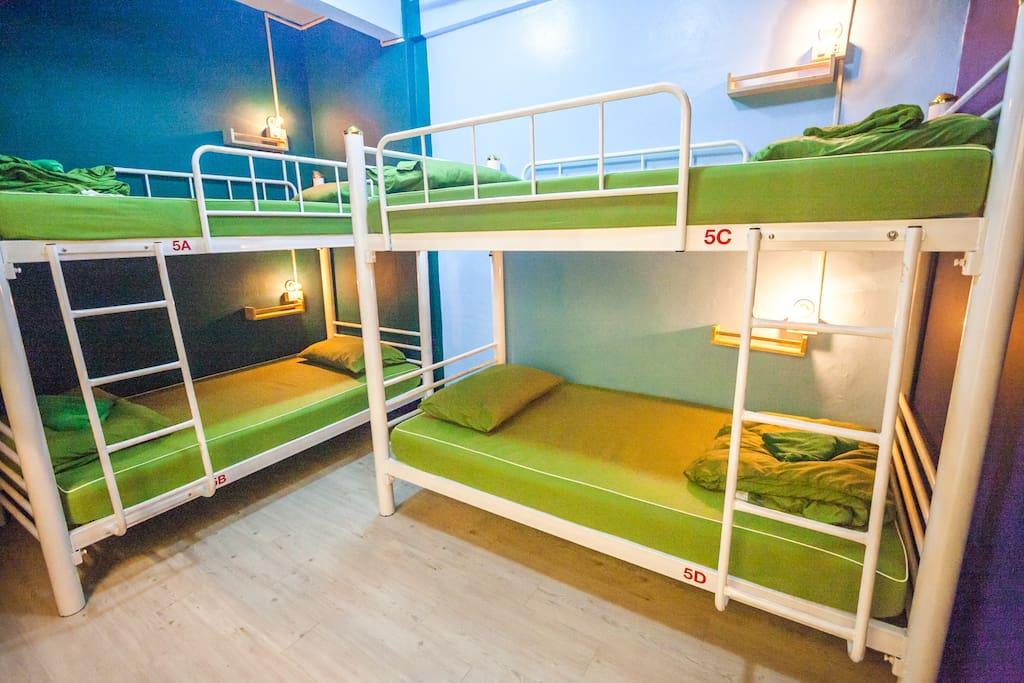 4 Beds Mixed Dormitory Nacorn Hostel Khaosan