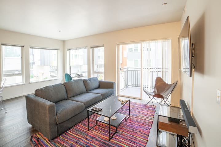 BRAND NEW! Clean 2BR/2BA w Rooftop + Gym + Parking