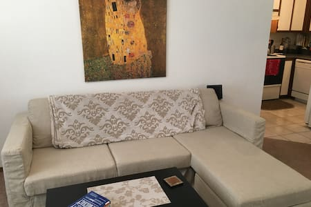 Private room near Mass Street and walking trails - Лоуренс - Таунхаус