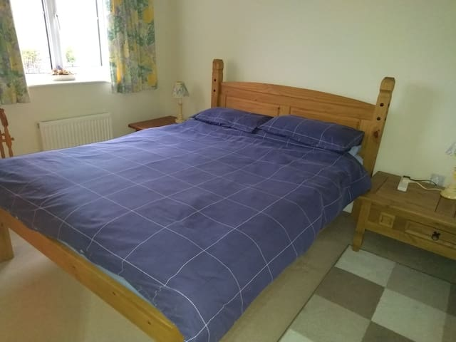 Nuneaton - (1)  double room with en-suite