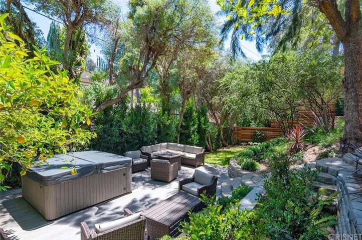 Luxury Sherman Oaks 2 bedroom home with spa