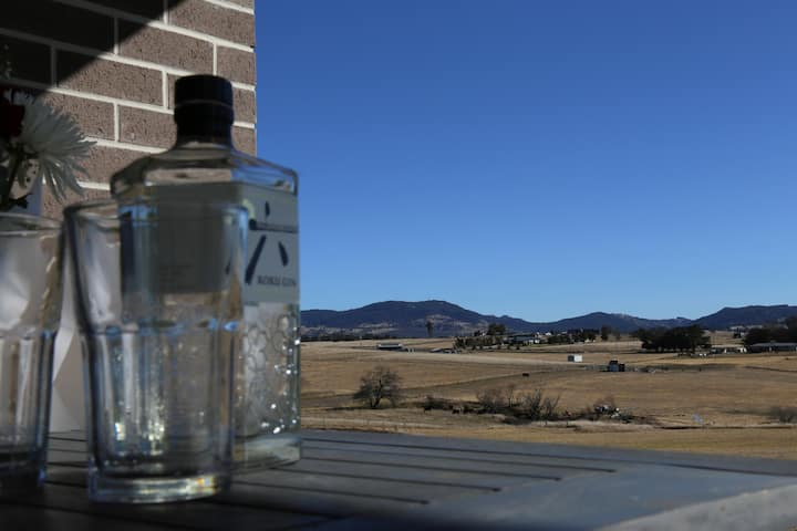 Tenterfield Cottage with a View