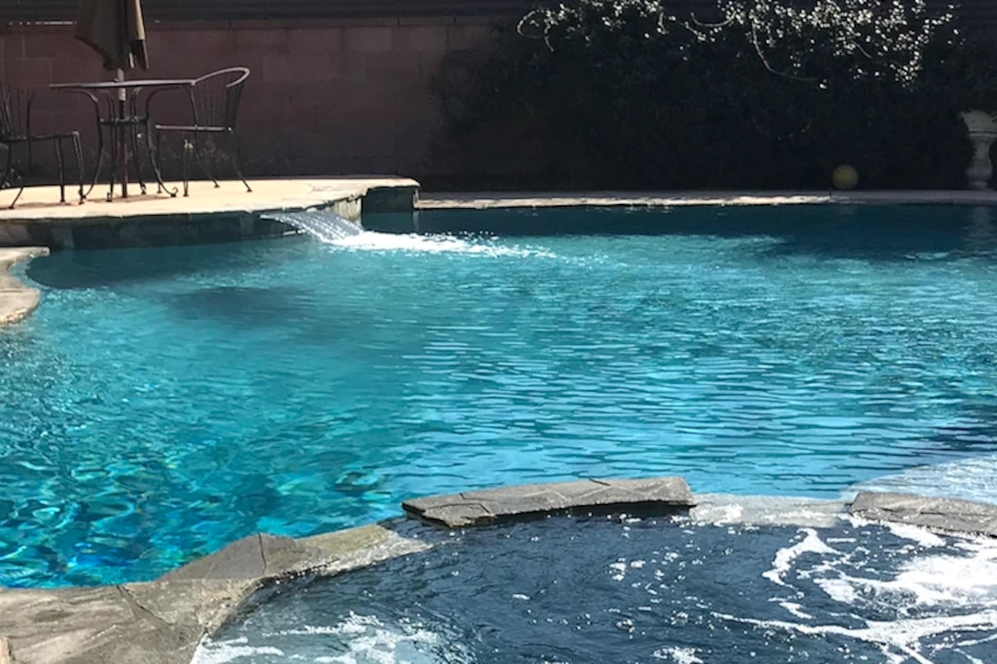 Take a dip in the sparkly pool to relax after tiring days!