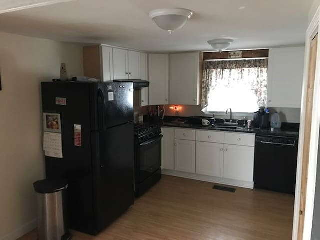 Spacious Open Concert Apartment - Stratham