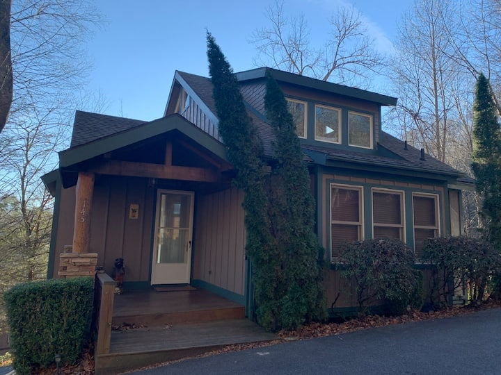 Chatham Trade in Echota - gated community with amenities, private hot tub