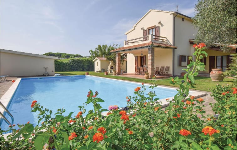Holiday cottage with 2 bedrooms on 180m² in Orbetello -GR-