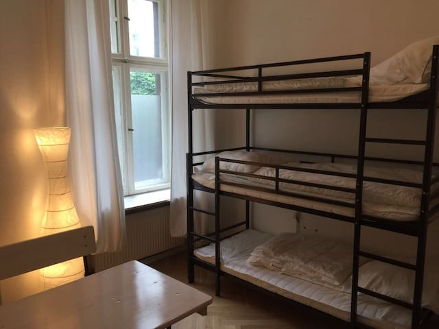 bright 6 bed room in Neukölln