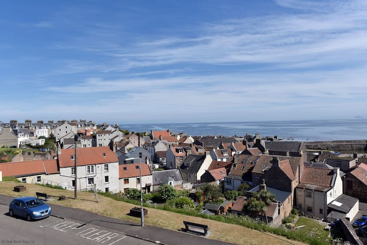 Harbour Heights, YOU WON'T WANT TO LEAVE family home in St Monans, Fife. Beautiful sea views and garden. Sleeps 6