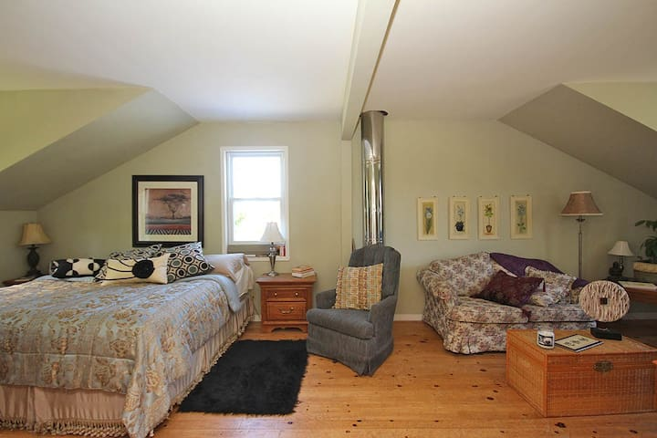 Room in Beautiful Farmhouse Retreat - Almonte - Bed & Breakfast