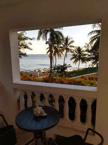 Casa Blanca, entire 1st floor, by ocean, 1bd/bt