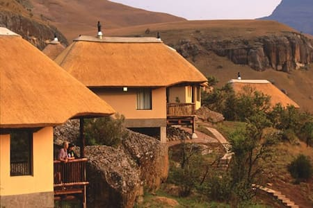Drakensberg Mountain View Cottage 45 (with Brkfst)