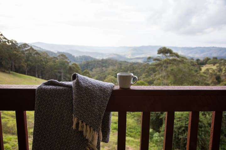 Maleny.Swiss-style mountain chalet.Fireplace,views - Reesville