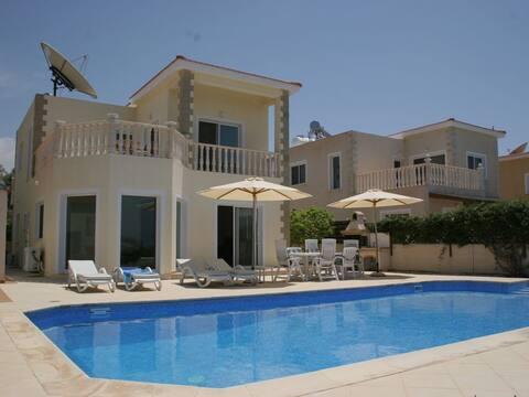 Luxury 3 Bedroom Villa Agios Georgios Private Pool