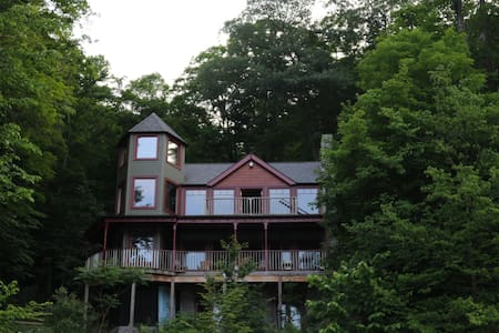Gorgeous home on Skaneateles lake - Niles