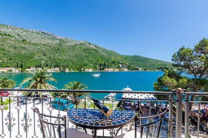 R5) Villa Leona 10 m from the sea