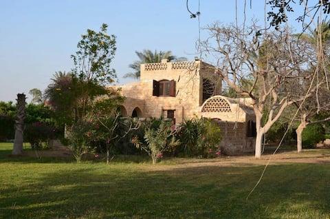 İslam tarzı villa, Abusir piramitlerine yakın