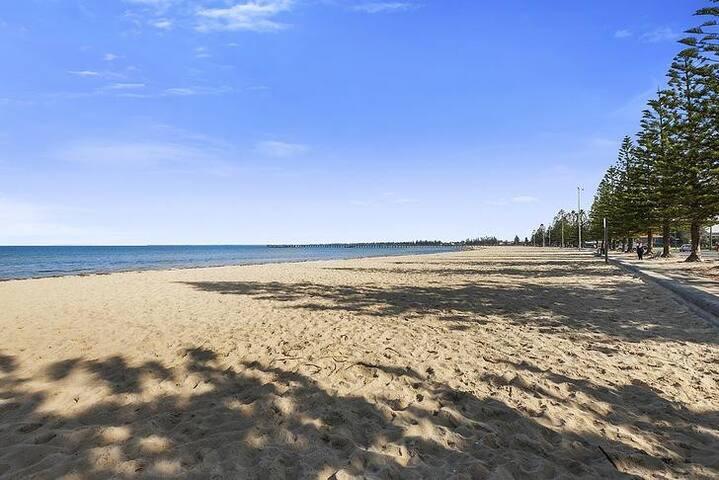 Beach Holiday House in Melbourne - Altona - Radhus