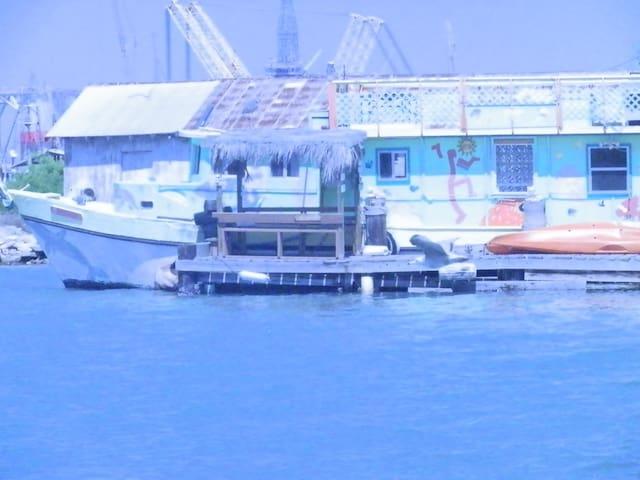 Geronimo Boathouse - Ingleside - Båt
