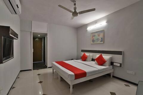 Deluxe Room-Hotel Jubilee,Behind Pill Garden Bhavnagar Gujarat 364001 India
