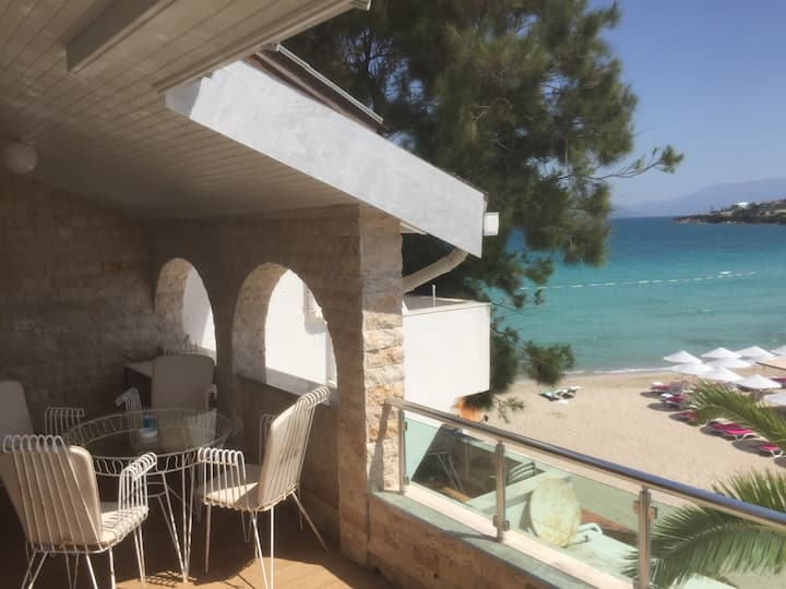 Cesme 85 m2 duplex Apartment directly at the beach